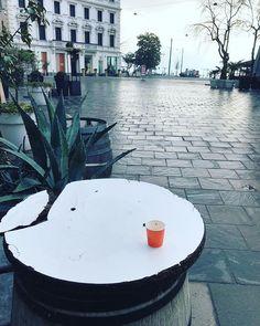 "mb68 su Instagram: ""#caffèaltempodelcovid #mondaymorning #caffetime #caffè #piazzadellariforma #piazzadellariformalugano #lugano #luganocity #ticino…"" Lugano, Coffee Time, Instagram, Coffee Break"