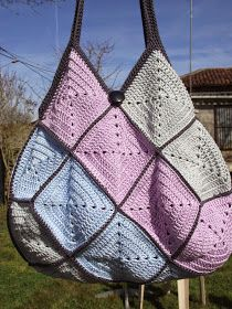 Crochet and easy knitting with explanations: Hook bag 22 squares Crochet Gifts, Crochet Yarn, Crochet Stitches, Crochet Hooks, Crochet Purse Patterns, Crochet Purses, Crochet Classes, Crochet Projects, Crochet Granny