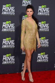 Selena Gomez in abito dorato