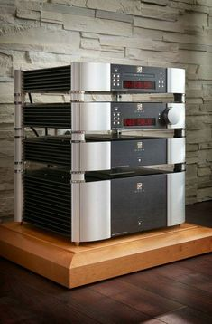 Simaudio is above all else a team of music enthusiasts. Our exceptional high-quality audio amplifiers and sound systems are made in Canada since High End Hifi, High End Audio, Mc Intosh, Car Audio Installation, Cd Player, Valve Amplifier, Custom Pc, Audio Design, Audio Room