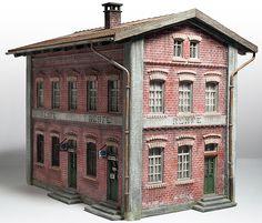 Es un viejo edificio de Faller -120235- que me ha parecido idóneo para el diorama, he ahorrado tiempo en la construcción, ¡¡cada vez estoy m...