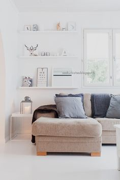 neutral nordic living room w/ gallery shelves | #home