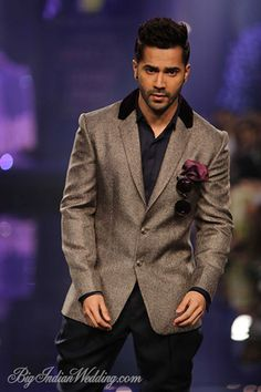 Varun Dhawan for Manish Malhotra at LFW W/F 2014