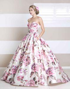 Love this wedding dress. #WendyMakin <3