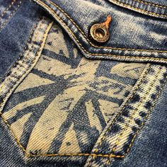 UK in your pocket and in your heart! #PepeJeansCustomStudio #DenimFashionWeek