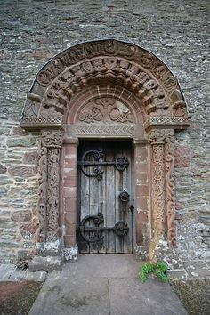 South Door at Kilpeck Church, c. 1140. Note the Viking influence in the flat urnes style and animal interlace on the jam columbs and the Norman saw-tooth pattern in the archatrave.