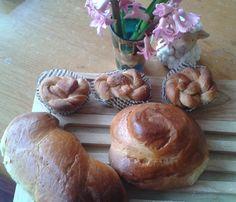 Greek Easter Tsoureki! Greek Easter, Greek Dishes, Recipies, Bread, Food, Recipes, Rezepte, Food Recipes, Breads