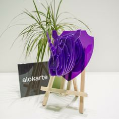 En Alokarte siempre estamos a la vanguardia del diseño... Hoy te presentamos a Trini, nuestra nueva pieza del color del 2018: Ultra Violet.  Conoce nuestro trabajo en www.alokarte.es