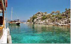 Goleta en la costa Mediterranea de Turquia