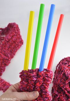 Knitting with straws?! Yep!!!! I would never have guessed you could this! What a fun and clever idea. And the finished knitting looks great to! A lovely way to have a go at knitting and I reckon the kids would…