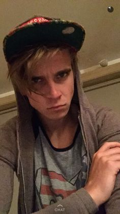 aw cute grumpy little muffin Sugg Life, Joe Sugg, Youtubers, Captain Hat, I Am Awesome, Actors, Snapchat, Joseph, Muffin