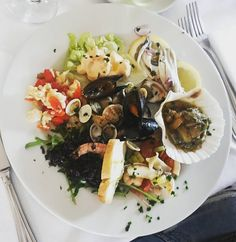 Let's fish.... Eeeemh sorry... Let's lunch!!!  What's you suggest for wine? @vininorden #fish #lunch #lunchtime #lunch #antipasto #predinner #italiancooking #misswine #wineadvice #winelife #wineme #mussels #clams #shrimp #anchovies  #octopus #fb #pin #tw #italiensk #italien #frokost #fisk #muslinger #ansjoser #rejer #blæksprutter familie  #søndag #glad