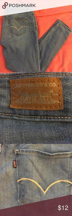 Levi's jeans size 28 Size w28 L28 Levi's skinny jeans. Blue jeans. Missing tag on inside back of jeans. Levi's Jeans Skinny