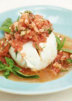 Mozzarella mit Melonen-Salsa: Klingt vielleicht ein bisschen irre, schmeckt aber absolut genial. Wichtig ist hier Top-Mozzarella.