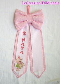 Fiocco nascita con rosa con ricamo personalizzabile con nome a punto croce; sito web: http://lecreazionidimichela.it.gg/HOME.htm
