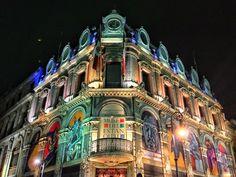En el Centro Histórico de la Ciudad de México convergen una diversidad de estilos arquitectónicos, cada esquina y cada edificio esconden tras sus muros los relatos que definieron el rumbode la nación. Entre las joyas arquitectónicas del primer cuadro de la ciudad, existen testigos de la historia que ahora se encargan de su resguardo y …