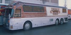 old and new bus photos Star Bus, Bus Motorhome, Prevost Bus, Coach Travel, Buses For Sale, Luxury Bus, Travel Style, Fun Travel, New Bus