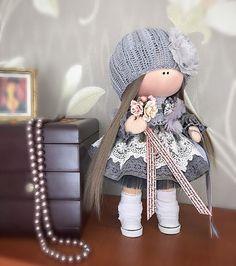 Позвольте познакомить вас с этой милой девочкой, которая уже познакомилась со своей хозяюшкой. Малышка по характеру добрая, спокойная, любит красивые платьюшки🌸😊😉. #kamchatka #handmade_bestwork #handmade #dolls #кукла #камчатка #кукланазаказ #кукольныймир #куклавподарок #тильда #текстиль #текстильнаякукла #куклаизтекстиля #подарокдлядевочки #подарокдлядевушки #интерьер #инстаграм #декор#девочки #кукларучнойработы #сделанослюбовью#интерьерныекуклы #интерьернаякукла#