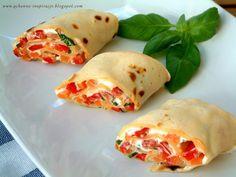 Qchenne-Inspiracje! FIT blog o zdrowym stylu życia i zdrowym odżywianiu. Kaloryczność potraw. : Rollsy z grillowaną papryką i bazyliowym serkiem. Z domowej roboty orkiszową tortillą