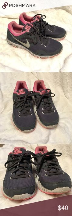 Nike Pink & Gray Lunarfly 4 Running Sneakers In great, previously loved condition! These were never my go-to Running sneaker and we're mostly used for leisure. Still have tons of runs or walks left in them ❤️ Nike Shoes Sneakers