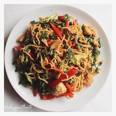 https://www.instagram.com/p/9Y_03jqx9T/ For dinner: Chicken noodle stir fry with red pepper, #kale, broccoli and some soy sauce  #whygowithout