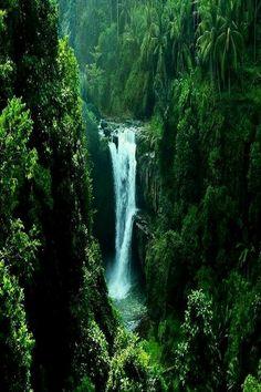 Indonézia, Bali - vodopád Tegenungan