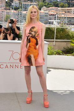 Cannes Film Festival 2017 - Prada Dress - Ideas of Prada Dress - Elle Fanning in a Prada dress and Laurence Dacade shoes. How to Talk to Girls at Parties photocall May 21 2017 Ellie Fanning, Fanning Sisters, Dakota And Elle Fanning, Gamine Style, Soft Gamine, Prada Dress, Cannes Film Festival, Festival 2017, Famous Girls