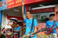 The traffic lights band 2014.08.30 Nanning flat mouth Luya Wang opening heroes http://v.youku.com/v_show/id_XNzY1MTU3Mjc2.html