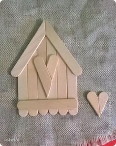 art and craft work with ice cream stick Lolly Stick Craft, Popsicle Stick Crafts For Kids, Popsicle Stick Houses, Craft Stick Crafts, Craft Sticks, Christmas Wood, Diy Christmas Ornaments, Holiday Crafts, Home Crafts