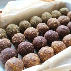 Weihnachtliche Superfood-Bliss Balls   blattgrün