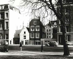 1951. A view of the Marnixstraat in Amsterdam-West. The Marnixstraat runs between the Haarlemmerplein and Leidseplein and parallel to the Lijnbaansgracht. On the street are the Marnixplein (corner with the Westerstraat) and the two small parks. In the extension of the northern part of the Marnixstraat, between the Haarlemmerplein and De Bullebakbridge, across the Brouwersgracht, is the Korte Marnixstraat. Photo Serc. #amsterdam #1951 #Marnixstraat