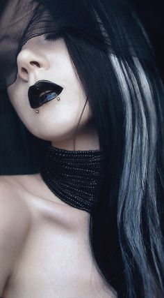 Gothic beauty balck and white hair Dark Beauty, Goth Beauty, Fashion Mode, Dark Fashion, Gothic Fashion, Dark Black, Black Ops, Celtic, Suicide Girls