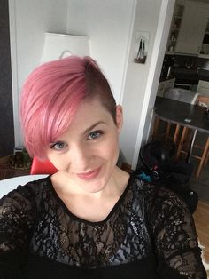 Pixiecut-ish combinded with pink delightful hair ;)