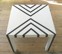 Gabulle in wonderland: Une table lack à l'allure graphique Lack (IKEA table) Masking Tape Art, Washi Tape Wall, Washi Tape Furniture, Painted Furniture, Furniture Projects, Furniture Makeover, Diy Furniture, Redo End Tables, Ikea Lack Table