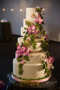 A gorgeous tropical rainforest wedding cake from The Caketress inspired by Argentina where the couple got engaged. Wedding Planning by Distinct Occasions (www.distinctoccasions.ca)