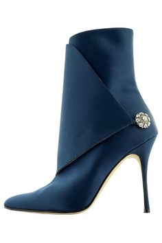 Manolo Blahnik Brwon Suede Ankle Boots Fall Winter 2012 More Más Pumps, Stilettos, High Heels, Strappy Heels, Pretty Shoes, Beautiful Shoes, Bootie Boots, Shoe Boots, Ankle Boots