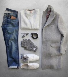 Die: Sneakers + Washed Blue Jeans + Lightgray Sweater + Gray Coat