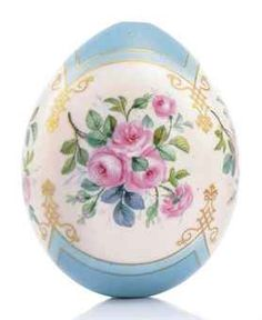 A PORCELAIN EASTER EGG BY THE IMPERIAL PORCELAIN FACTORY, ST PETERSBURG, CIRCA 1860-1870