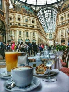 The Galeria Emanuele -one of the word's oldest Shopping Mails in Milan!