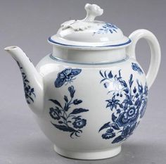 Worcester porcelain, Dr. Wall, individual teapot, English, mid-18th century