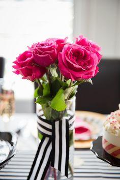 para mesa dos convidados - tecido branco com dourado