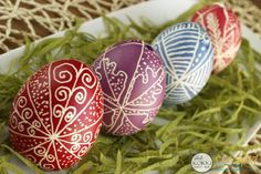 A monyoródi tulipános ház Egg Dye, Ciabatta, Egg Decorating, Easter Eggs, Smoothie, Google, Christmas Biscuits, Tulips, Decorating Easter Eggs