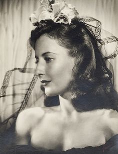 Barbara Stanwyck I don't think I've seen this one before. Old Hollywood Glamour, Golden Age Of Hollywood, Vintage Hollywood, Hollywood Stars, Classic Hollywood, Hollywood Icons, Barbara Stanwyck, Santa Monica, Classic Movie Stars
