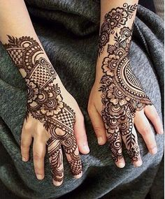 Mehndi is one of the most important. It is a loved one and never gets old designs. There is a lot of verity of latest mehndi designs for you. Henna Hand Designs, Simple Arabic Mehndi Designs, Mehndi Designs 2018, Mehndi Simple, Beautiful Henna Designs, Henna Tattoo Designs, Mehndi Designs For Hands, Easy Henna, Stylish Mehndi