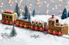 This fun & festive gingerbread train is packed with all your favourite treats. Find lots of wonderfully creative Christmas recipes at Tesco Real Food. Gingerbread House Patterns, Gingerbread House Parties, Christmas Gingerbread House, Christmas Deco, Christmas Treats, Christmas Recipes, Xmas, Gingerbread House Template, White Christmas