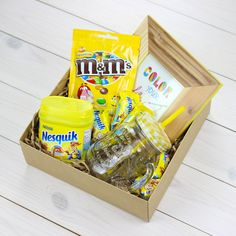 Gift for baby Diy Gift Box, Diy Gifts, Christmas Gift Box, Holiday Gifts, Gifts For Family, Gifts For Kids, Diy Gift Baskets, Birthday Gifts For Best Friend, Candy Gifts
