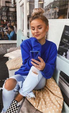 royal blue sweater and distressed /ripped denim jeans // Blue Sweater Outfit, Royal Blue Sweater, Hoodie Outfit, Sweater Outfits, Casual Outfits, Cute Outfits, Blue Ripped Jeans Outfit, Denim Jeans, Ripped Denim