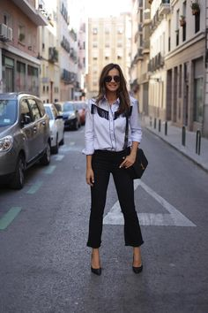 Lady Addict. Fringe blue shirt+black pants+black pumps+black shoulder bag+rund sunglasses. Fall Outfit 2016