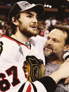 Michael Frolík and his proud dad fro-yo you will be missed and thanks for everything you did for the hawks Blackhawks Hockey, Hockey Teams, Chicago Blackhawks, Ice Hockey, Fro Yo, Stanley Cup Champions, Nhl Players, Proud Dad, New York Rangers