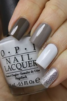 A perfect gray nail art for winter with a subtle touch of silver glitter